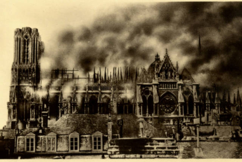 Cathédrale de Reims en feu